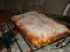 Pandispan cu mere feliate | Retete DU-KAN Mamy Vio No Cook Desserts, Deserts, Food And Drink, Bread, Cooking, Cakes, Cake Recipes, Sweets, Pie