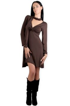Abbigliamento da donna  http://www.abbigliamentodadonna.it/abito-trendy-manica-lunga-p-550.html  Cod.Art.000658 - Abito trendy a manica lunga dotato di ampio e comodo scollo a V per far risaltare il decolte' e di una sciarpa foulard. Realizzato in tessuto 100% pura viscosa elasticizzata.