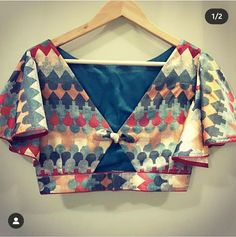 Blouse Back Neck Designs, Brocade Blouse Designs, Stylish Blouse Design, Designer Blouse Patterns, Fancy Blouse Designs, New Saree Blouse Designs, Looks Style, Simple Sarees, Elegant Saree