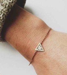 This impossibly small bracelet with very fine details. | 31 Daintiest Dainty Things That Ever Happened