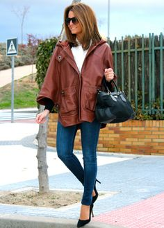 Fashion and Style Blog / Blog de Moda . Post: Little treasures / Pequeños tesoros .More pictures on/ Más fotos en : http://www.ohmylooks.com/?p=20999 I wear Jacket : Hoss Intropia (old) ; Jeans : Zara ; Bag : Prada ; Sunglasses : Mango ; Shoes : Pilar Burgos.