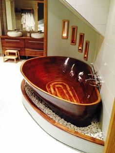 Beautiful Bathroom with Wooden Baths Unique 35 Super Epic Wooden Bathtub Design Ideas to Consider Homesthetics - Home Decoration Ideas Wood Tub, Wood Bathtub, Bathtub Ideas, Wooden Bathroom, Antique Bathtub, Sunken Bathtub, Wood Sink, Bathroom Tubs, Master Bathroom