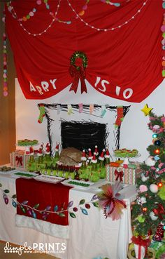"""perfect food table for the Grinchmas party. I was wanting a """"roast beast"""" for the center piece. Grinch Christmas Party, Grinch Party, Xmas Party, Christmas Holidays, Christmas Ideas, Christmas Decorations, 4th Birthday, Birthday Parties, Le Grinch"""