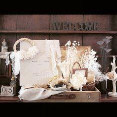 ウェルカムトランク*  ゲストの待合室にアンティーク棚があって、そこに自分でディスプレイさせていただきました*自分たちなりの世界観が出せたのかな?と思ってます・*:.。. .。.:*・゜ 続々と送られてくるみんなからの写真に、ウェルカムトランクの写真があって感激( ; ; )♡ がんばって作ってよかったです!! #結婚式アイテム#ウェルカムスペース#ウェルカムトランク