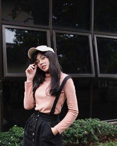 Intip 10 Gaya Vanesha Prescilla yang Bikin Kamu Awet Imutnya Overlays Tumblr, Perfect Grill, New Wallpaper, Riding Helmets, Hipster, Bikini, Actresses, Celebrities, Model