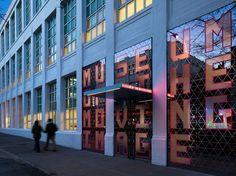 Visite un  increíble, pero subestimado museo de la ciudad. El Museo de la Imagen en Movimiento en Astoria, Queens, es el sueño de un fanático de la cultura pop, con exposiciones que abarcan la historia del cine, los videojuegos y los artefactos relacionados con películas. Por ello, la Biblioteca y Museo Morgan es una necesidad: Es hermoso, situado en el financiero JP Morada de una sola vez de Morgan, y los visitantes pueden explorar su biblioteca de dos pisos.