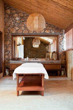 kenner massage hotel room