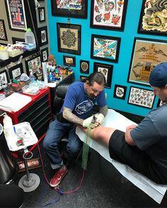 Tattoo Shop Decor, Tatto Shop, Tattoo Studio Interior, Tattoo Station, Tattoo Master, Dream Studio, Tattoo Parlors, Shop Interiors, Tattoo Designs