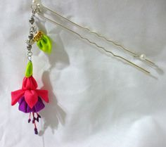 Dangling fuschia flower - kanzashi hair pin on Etsy, € 13,60