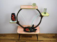 """Vintage Blumenbank / Blumentisch / Blumenständer / Resopal, bunt, """"Pretty in Pink"""", 60er, Mid Century von ShabbRockRepublic auf Etsy"""