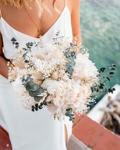 Tulip Bouquet, Dried Flower Bouquet, Wedding Bouquets, Wedding Flowers, Wedding Dresses, Bohemian Wedding Hair, Dream Wedding, Wedding Day, Bridal Hair Vine