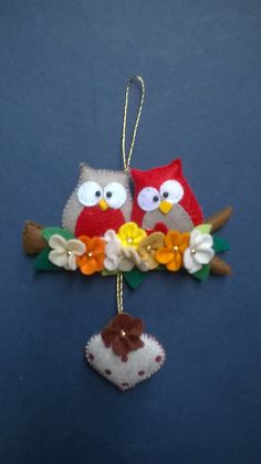 needle felted animals r us Felt Owls, Felt Birds, Felt Animals, Felt Christmas Decorations, Felt Christmas Ornaments, Christmas Crafts, Felt Crafts Patterns, Fabric Crafts, Sewing Crafts