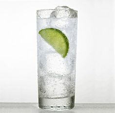 Are you drinking enough water? Hydration can curb hunger and boost your metabolism by up to 3 percent! Drink water until your pee looks like lemonade. eating health solutions tips care health Lose Weight Naturally, Reduce Weight, How To Lose Weight Fast, Easy Weight Loss, Healthy Weight Loss, Losing Weight, Biggest Loser Recipes, Jillian Michaels, Lose 30 Pounds