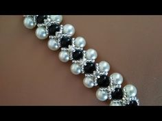 Necklace or bracelet. Necklace or b . - Necklace or bracelet. Necklace or bracelet. Beaded Jewelry Patterns, Bracelet Patterns, Beading Patterns, Hand Armband, Armband Diy, Hand Bracelet, Pearl Bracelet, Bracelet Set, Bead Jewellery