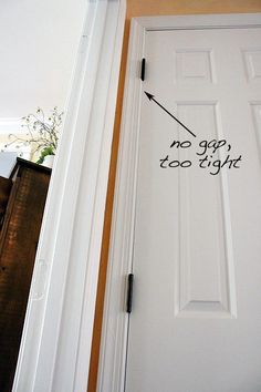 Home Remodeling Diy common door problem fixes - Do you have a door that sticks or doesn't close properly? Many factors can contribute to this problem (house settling, humidity, dry air, young boys swinging on them. Home Fix, H & M Home, Home Improvement Projects, Home Projects, Home Renovation, Home Remodeling, Kitchen Remodeling, Diy Home Decor For Apartments, Diy Home Repair
