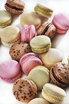 Free Giveaway: Jumbo box (24 cookies) of Looka Patisserie macarons!   Enter Here: http://www.giveawaytab.com/mob.php?pageid=265464870187243