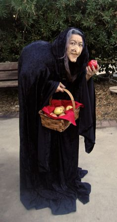 Evil Witch from Snow White and the Seven Dwarfs! Another Pinner said: I absolutely had a blast wearing this costume. I had to cut and adjust the prosthetic to fit my face and the makeup was so easy! Snow White Costume Kids, White Witch Costume, Witch Costumes, Diy Halloween Costumes, Disney Halloween, Halloween Fun, Costume Ideas, Witch Dress, Snow White Witch