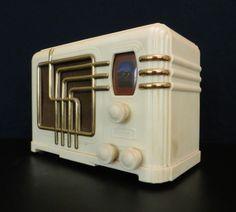1939 FADA Art Deco Bakelite Radio.