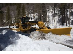 Cat® Motor Graders Reach New Heights in Snow Removal Heavy Construction Equipment, Construction Machines, Heavy Equipment, Remove Paint From Glass, Snow Blades, Snow Removal Equipment, Snow Vehicles, Motor Grader, Heavy Machinery