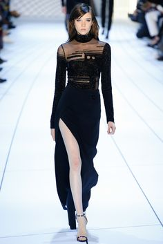 Mugler - Fall 2015 Ready-to-Wear - Look 30 of 33?url=http://www.style.com/slideshows/fashion-shows/fall-2015-ready-to-wear/mugler/collection/30