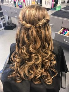 classy hairstyle for graduation party