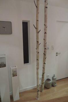 Die natürliche, besondere Garderobe Stylische Variante um Jacken aufzuhängen. Wird mit Montageset ausgeliefert. Montage erfolgt ohne Beschädigung von Boden oder Decke. Für jede Deckenhöhen lieferbar (max 2,8m). Im Lieferumfang sind 2 Stämme mit jeweils 5 Haken aus Rundhölzern enthalten. Ein weiterer Stamm kann für 40 € zusätzlich geliefert werden. Bei Interesse bitte einfach anfragen Größe: Alle Längen sind lieferbar (max 2,8m) Verwendete Materialien: Echtholz Birke Herstellungsart:...