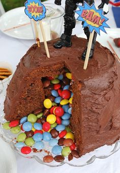 Pinatacake by mamas kram Rezept:http://asubtlerevelry.com/a-pinata-cake