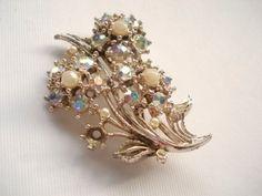 Vintage Flower Brooch Pearl Brooch Pin, Jewelry Aurola Borealis Rhinestone and Pearl Flower