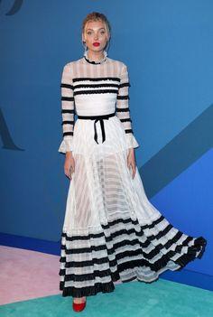 Elsa Hosk veste Lorenzo Serafini com transparência e babados no CFDA Cfda Awards, Vogue, Stripped Dress, Elsa Hosk, Celebrity Look, Celeb Style, Red Carpet Looks, Street Chic, Street Style