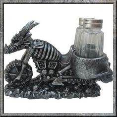 V Twin Dragon Racer Silver Cruiser Motorcycle Salt and Pepper Set. An unusual and unique bit of Biker tableware. Great fun piece of Biker, Gothic Fantasy in the form of a salt and pepper set.