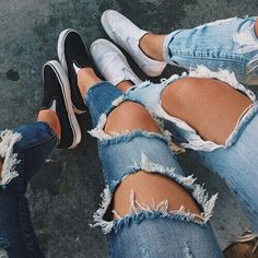 Ripped jeans 😍 Via:outfit Casual Outfits, Summer Outfits, Cute Outfits, Fashion Outfits, 90s Fashion, Adidas Superstar, Adidas Tumblr Wallpaper, Donia, Lookbook
