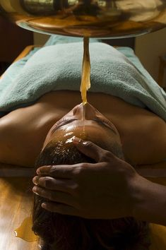 Woman receiving an Ayurveda oil therapy, Ayurvedic massage treatment, Shanti Ananda Resort und Spa, Mauritius Ayurvedic Home Remedies, Ayurvedic Therapy, Ayurvedic Healing, Massage Tips, Massage Techniques, Spa Massage, Massage Therapy, Massage, Beauty