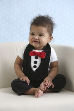 Ravelry: Pretty Spiffy Tuxedo Baby Bib pattern by Darleen Hopkins Crochet Baby Props, Crochet Baby Bibs, Crochet Baby Clothes, Crochet For Boys, Knit Or Crochet, Cute Crochet, Baby Knitting, Simple Crochet, Crochet Sweaters