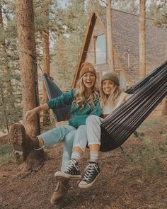 Best Friends🤝🏻 💅🏻 uploaded by Naina on We Heart It Cute Friend Pictures, Best Friend Pictures, Cute Pictures, Family Pictures, Cute Friends, Best Friends, Surfergirl Style, Granola Girl, Camping Aesthetic