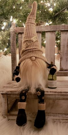 Christmas Gnome, Christmas Crafts, Christmas Decorations, Christmas Ornaments, Biker Gnomes, Old Fashioned Christmas, Snowflake Pattern, Handmade Crafts, Diy Art