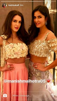 Bollywood actress katrinakaif with her sister at viranushka marriage receiption Indian Attire, Indian Outfits, Indian Wear, Bollywood Stars, Bollywood Fashion, Bollywood Celebrities, Bollywood Actress, Katrina Kaif Wallpapers, Ethnic Dress
