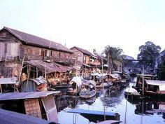 คลองมหานาค ปี 2514 Old Photos, Vintage Photos, Old Street, Photo Postcards, Good Old, Bangkok, Watercolor Art, Venice, Documentaries