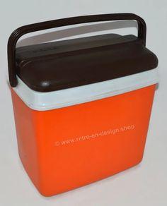 Vintage jaren 70 oranje koelbox van Curver met bruin deksel | PLASTIC DESIGN | Retro & Design - 2nd hand collectibles - Webshop voor Retro-Vintage woonaccessoires Plastic Design, Retro Design, Retro Vintage