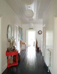 Maison coloniale lambris blanc