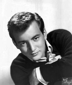 Bobby Darin Born as Walden Robert Cassotto in the East Harlem neighborhood of New York City. Bobby Darin, Hollywood Star Walk, Old Hollywood, Classic Hollywood, Hollywood Glamour, Mack The Knife, Harlem, The Ventures, Sandra Dee