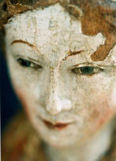 Madonna  Co~Faces of wood and plaster. Image © Annet van der Voort