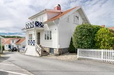 House in #Grebbestad, #Sweden for sale Typical capevilla in the old town of Grebbestad. 307/5000 Among small alleys and prongs we find this cape villa with walking distance to bath, harbor, shops and restaurants. Large charming house in three levels. View of the harbor from both balconies. Terrace in the west. Own small garden and meadow close to the house.  Welcome to Sweden Estates - Sweden's global #RealEstate #RealEstateMarketplace for #HomesForSale #HouseForSale #RealEstatesForSale