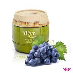 Vinul este unul dintre cei mai buni antioxidanți și joacă un rol important în îmbunătățirea sănătății pielii 🍸 Încearcă MASCA HIDRATANTĂ CU VIN de la brandul sud-coreean Holika Holika Mai, Dog Food Recipes, Wine, Dog Recipes