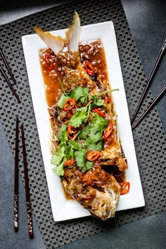 Fried Snapper in Tamarind Sauce is a simple fried fish cooked until the extremities become crispy then served with a tamarind sauce. Fish Dishes, Seafood Dishes, Seafood Recipes, Cooking Recipes, Thai Food Recipes, Tilapia Recipes, Cooking Tips, Tamarind Fish, Tamarind Sauce