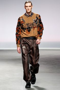 James Long Fall/Winter Show Fashion Art, Fashion Show, Mens Fashion, Fashion Tips, Fashion Design, Latest Images, Men Style Tips, Winter Fashion, Fall Winter