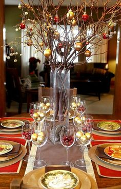 40 Inexpensive Christmas Table Centerpieces Ideas - About-Ruth Christmas Dining Table, Christmas Table Centerpieces, Christmas Table Settings, Christmas Tablescapes, Centerpiece Decorations, Decoration Table, Xmas Decorations, Christmas Tabletop, Party Centerpieces