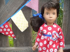 When sewing this Sasha Doll outfit I was looking for a fun, crisp, modern girl look. Slightly nautical...