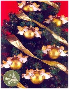 CON ÉSTAS BOLAS TAN ALGELICALES  tu árbol de navidad estará más que bendecido en estas navidades.     Es más, ésta idea puedes usar...