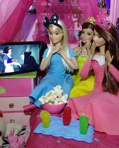 """#DisneyMovieNight Made To Moves dress up as Disney princesses and watch """"Snow White and the Seven Dwarfs"""""""