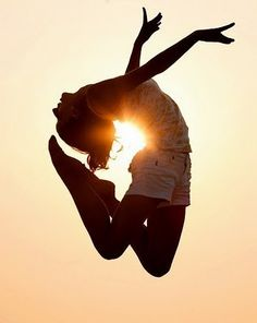 jump into the sun! // Pretty sure we need to try this out. :)
